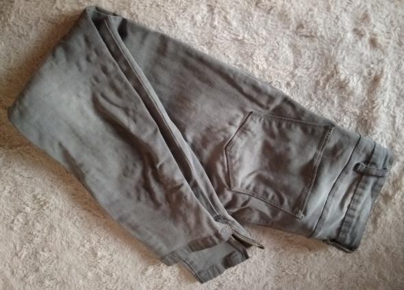 Szare spodnie przed kostke suwaki 34