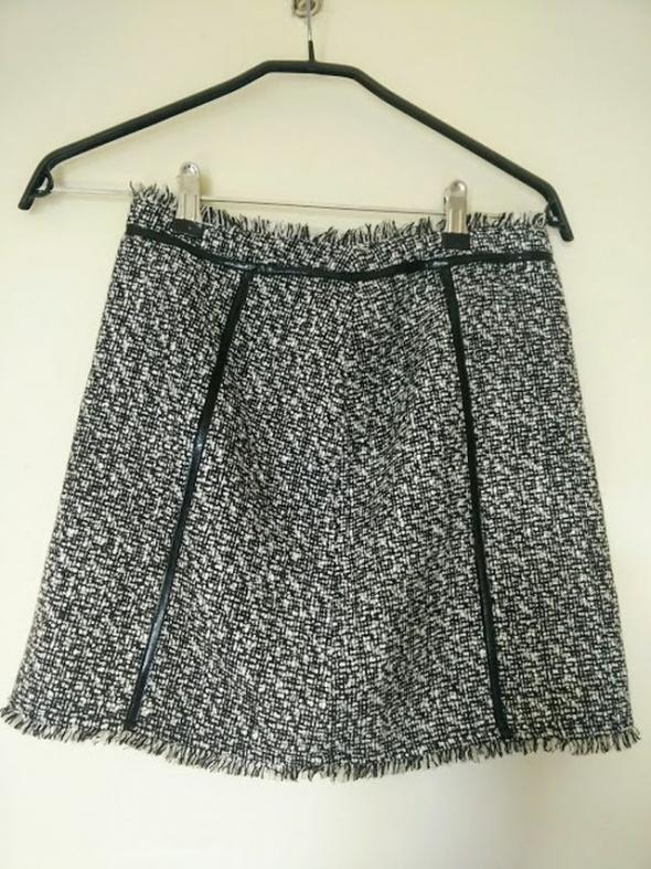 Czarno biała spódnica Promod a la Chanel...