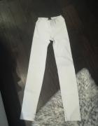 białe legginsy push up calzedonia...