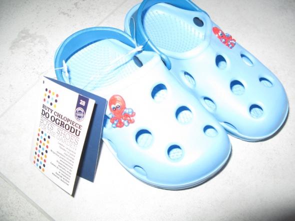 MUST HAVE niebieskie buty do ogrodu dla chłopca roz 28