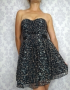 Rozkloszowana gorsetowa delikatna sukienka w panterkę bez ramią...