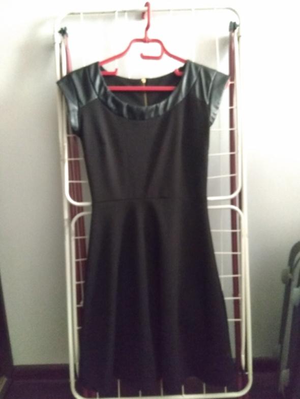 Suknie i sukienki Czarna rozkloszowana 38