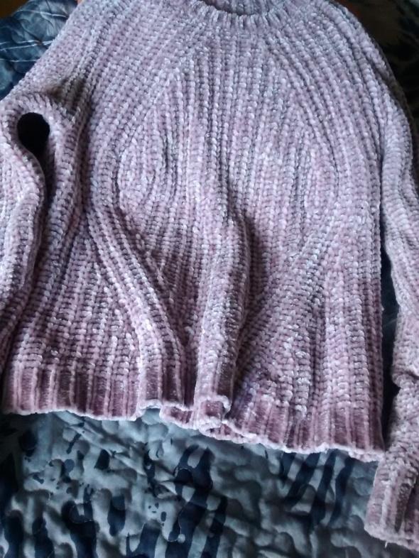 Blado różowy sweterek