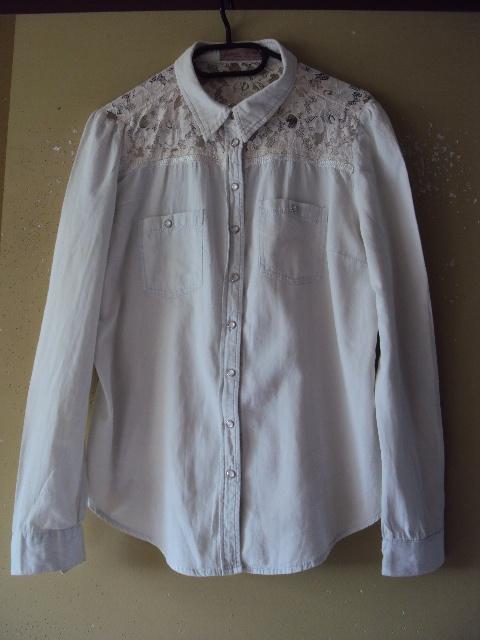 bawełniana jeansowa koszula z koronkowym karczkiem