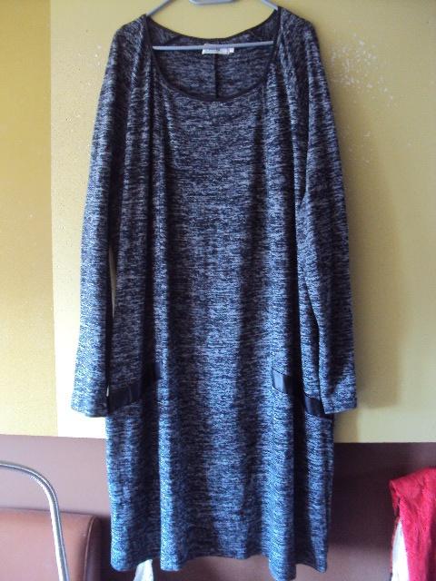 dzianinowa melanżowa sukienka ze skórzanymi wstawkami
