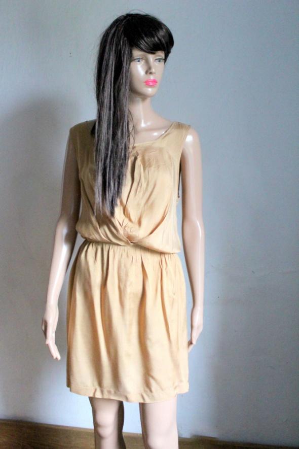 Jasnobrązowa sukienka na ramiączkach zwiewna r M...