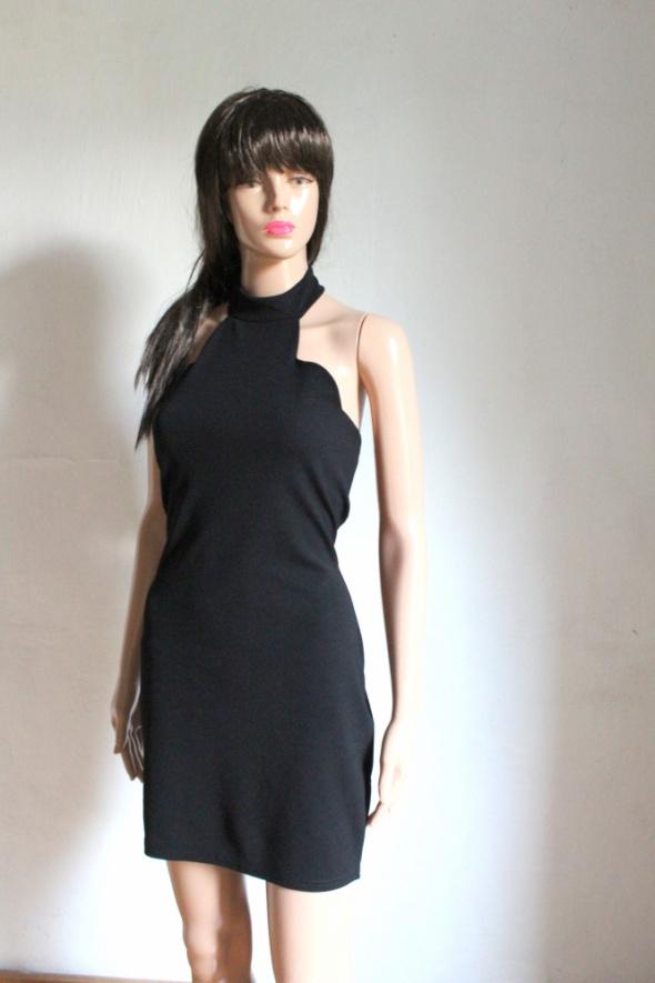 Dopasowana czarna sukienka halterneck r XL