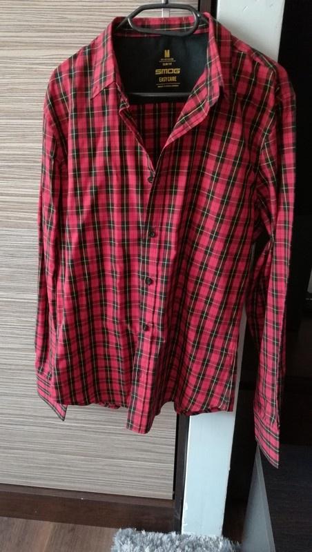 Czerwono czarna koszula w kratę na długi rękaw