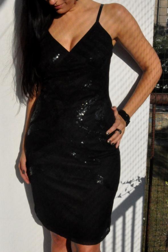 elegancka czarna sukienka Vero Moda...