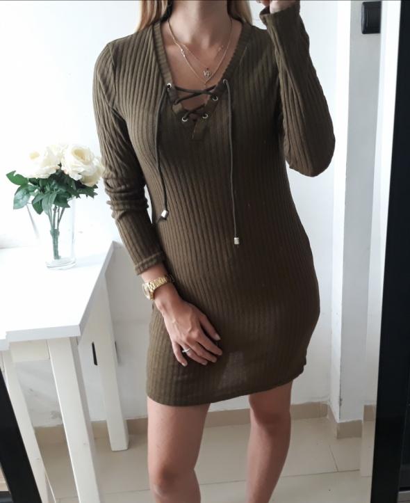 Sukienka khaki sweterkowa prążkowana wiązany dekolt luzna M L
