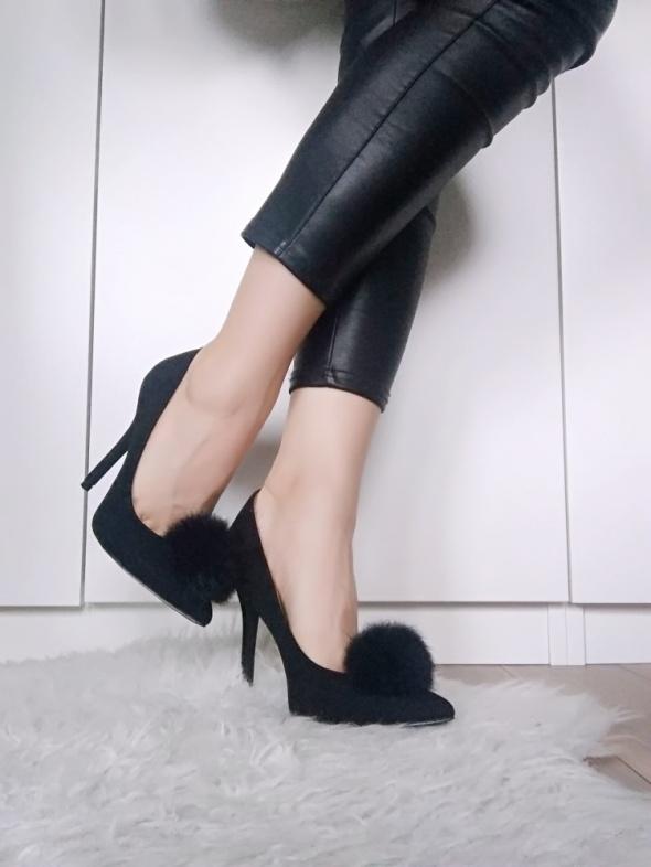 Buty deezee z pomponem czarne szpilki jak nowe