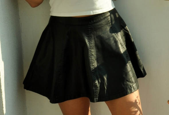 czarna skórzana spódnica