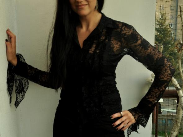 czarna bluzka z koronki