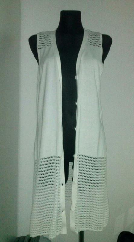 Biała długa kamizelka sweterkowa