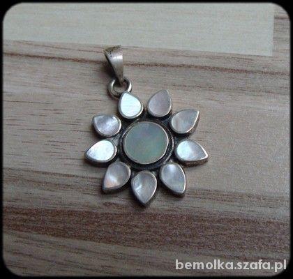 perłowy kwiatek