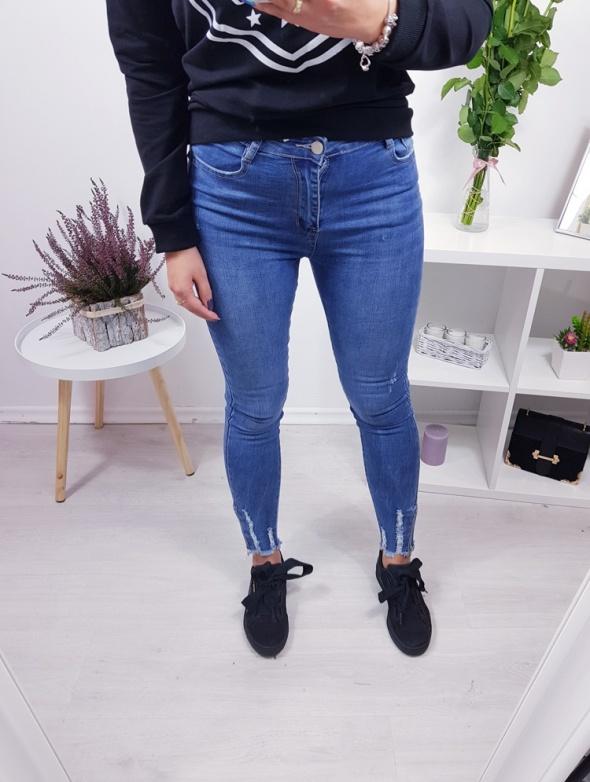 Spodnie jeansowe zamki
