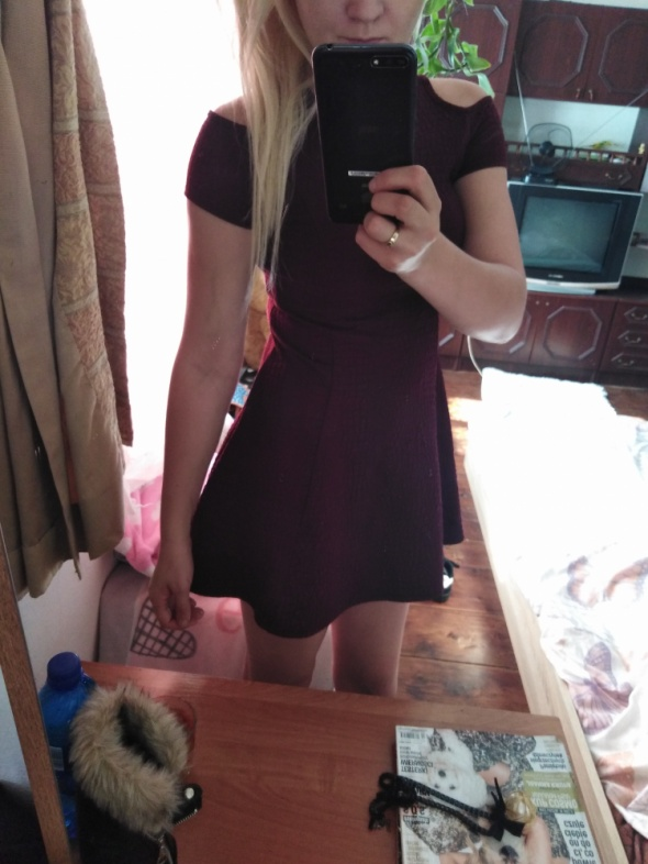 Bordowa sukienka mini krótka XS xxs odkryte ramiona