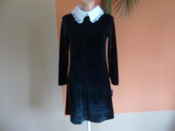 Nowa czarna sukienka z białym kołnierzykiem
