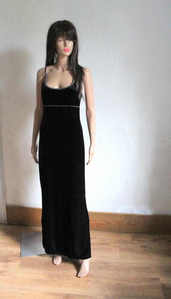 Elegancka czarna sukienka maxi na ramiączkach aksamit r około M