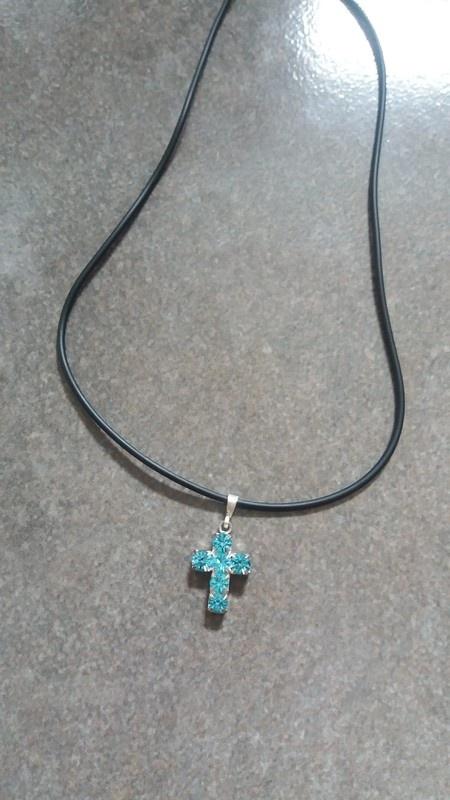 Naszyjnik damski niebieski krzyż z cyrkonii