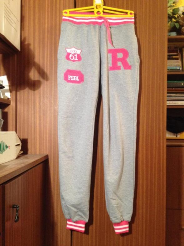Damskie spodnie do szare naszywki biegania Baseball FSBL 61 Varsity College dresowe XS S 34 36
