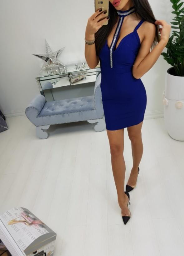 Kobaltowa sukienka sylwestrowa