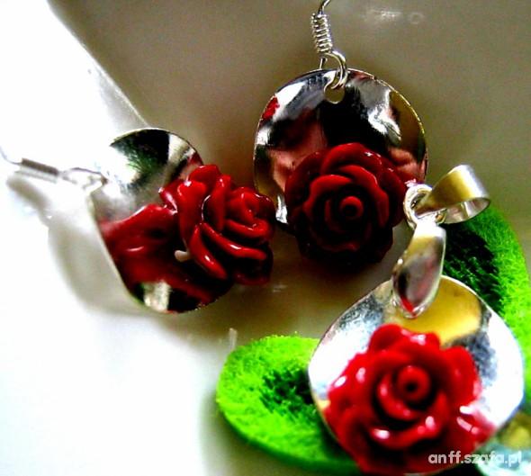 Różyczki z korala czerwone