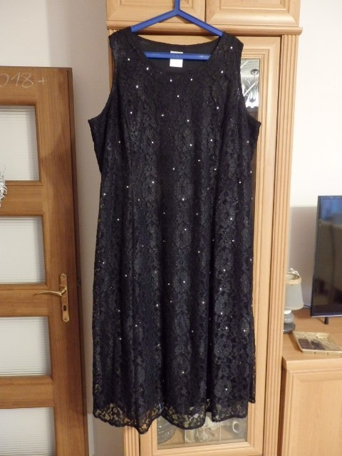 sukienka koronkowa mała czarna