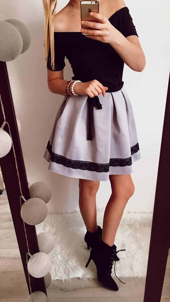 Elegancka sukienka Damska kloszowana M