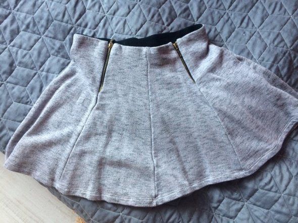 Dresowa spódnica z zipem...