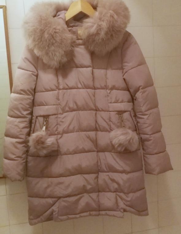 Ciepła kurtka fioletowa z pomponami