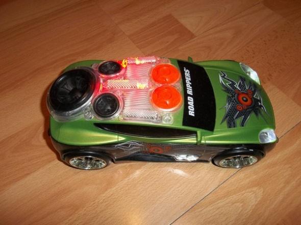 Auto grające święcące jeźdzące