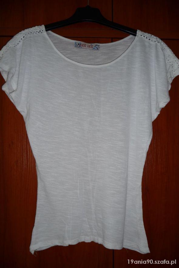 Biała bluzka z koronkową wstawką...