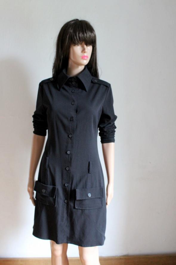 Czarna sukienka zapinana na guziki r S