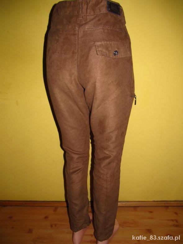 Brązowe spodnie kowbojki 34 BERSHKA...