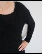 czarny sweterek włochacz...