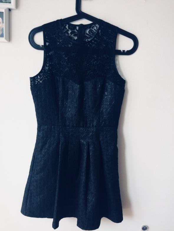 Sukienka rozkloszowana czarna 38...