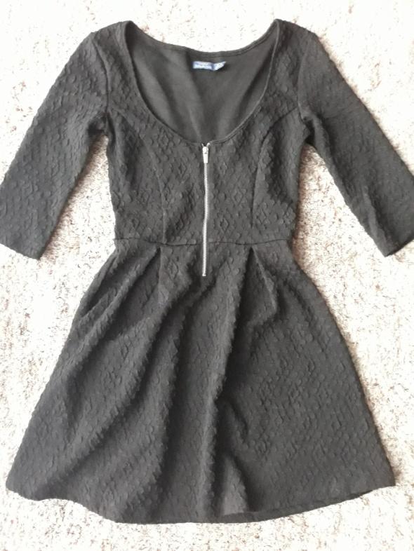 Czarna sukienka Bershka XS...