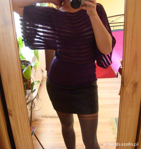 Fioletowy sweterek w paski z połyskiem S