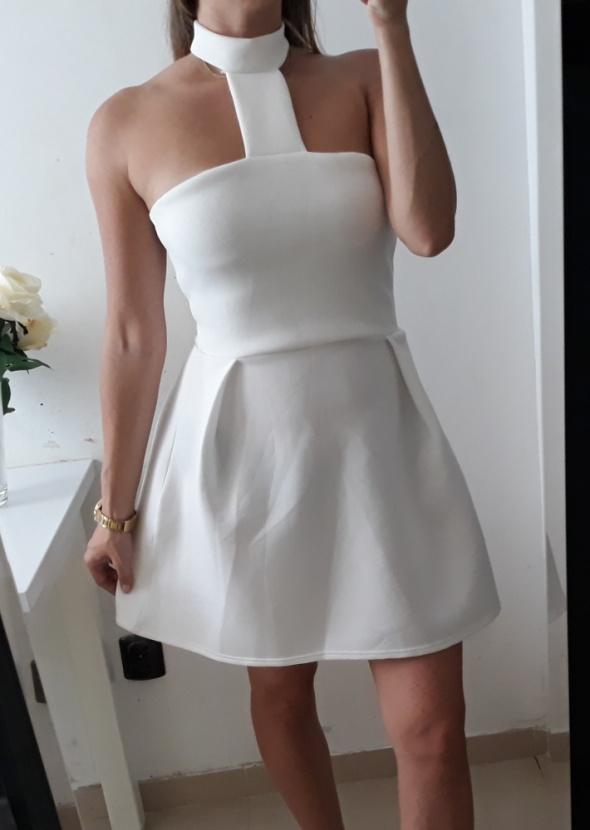 Missguided biała sukienka rozkloszowana choker M