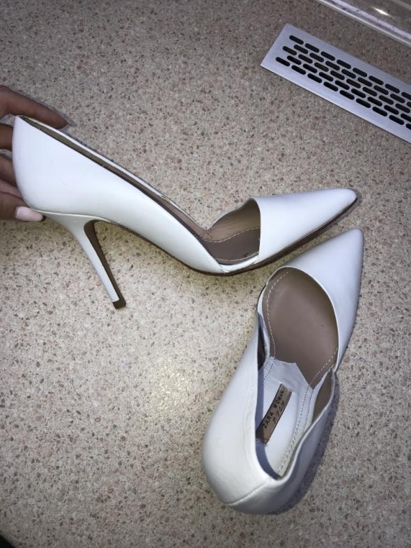 Zara białe asymetryczne szpilki 40