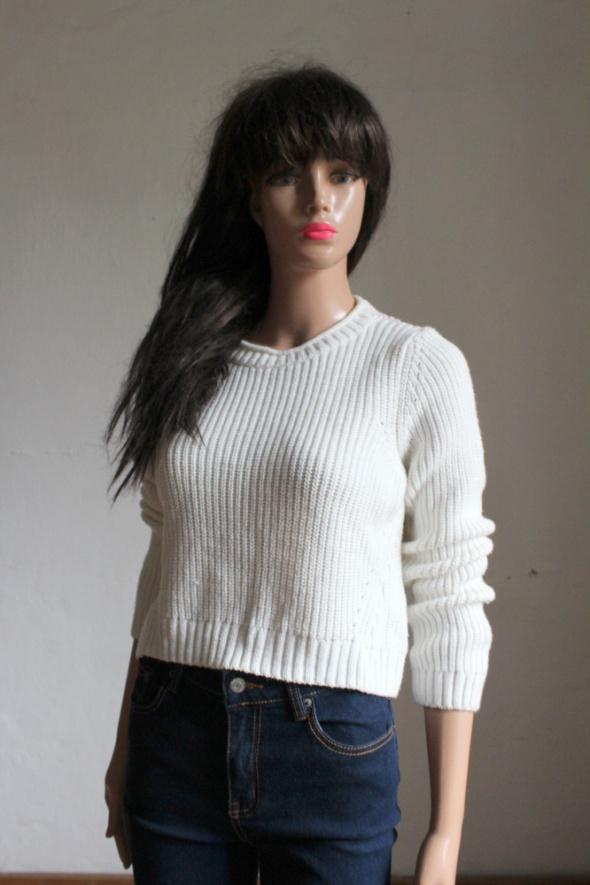 Biały krótki sweterek r XS...