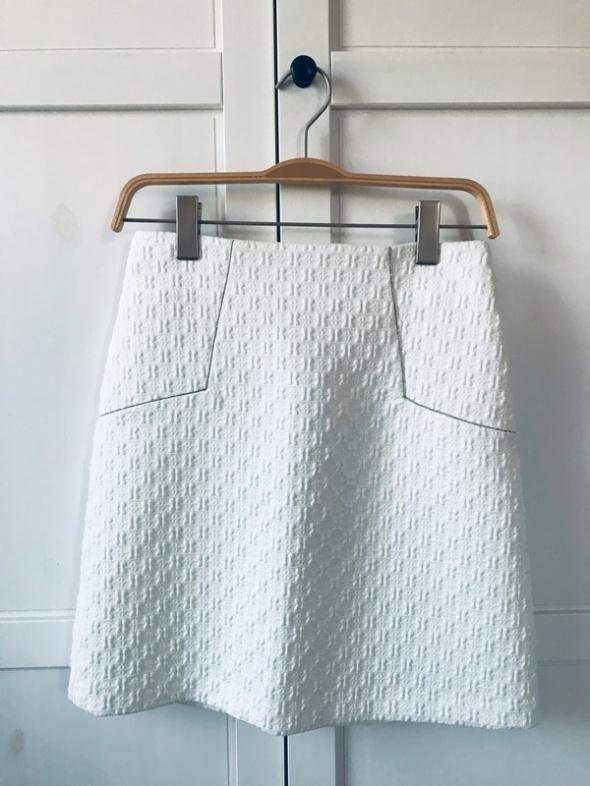 Spódnice Biała spódnica ze srebrnymi akcentami