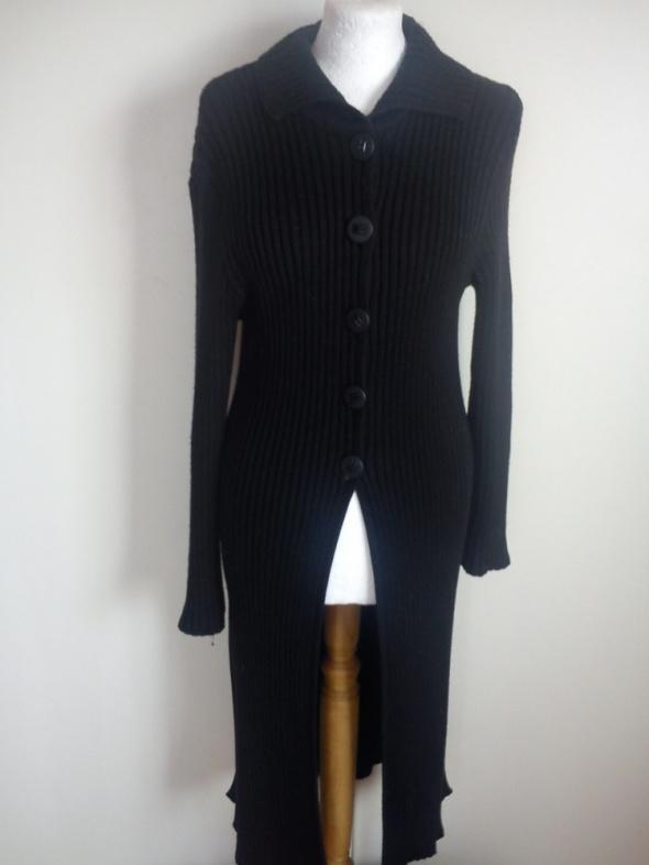 1e3bd56ddf Czarny długi sweter w Swetry - Szafa.pl