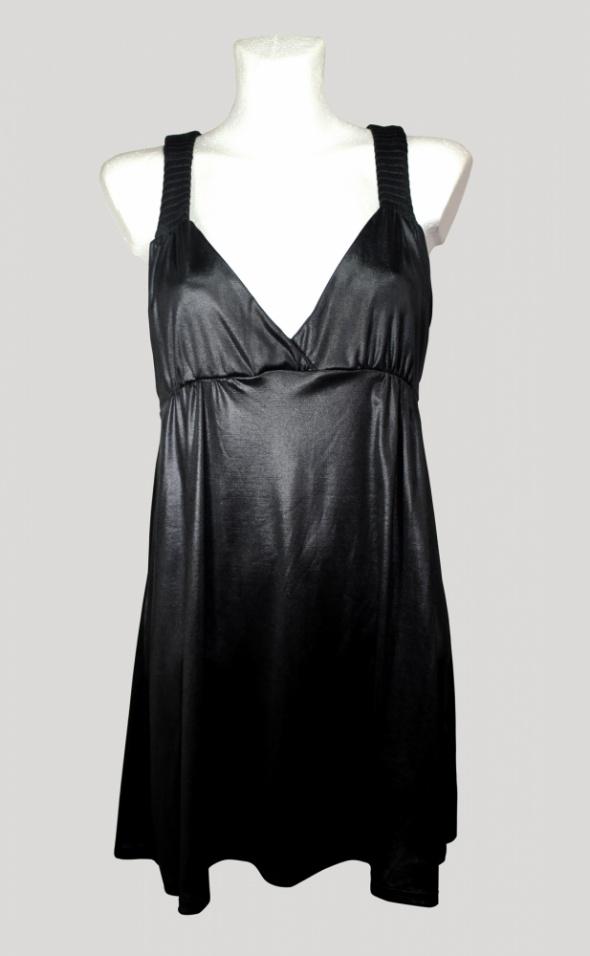 Skórzana sukienka z pikowanymi ramiączkami...