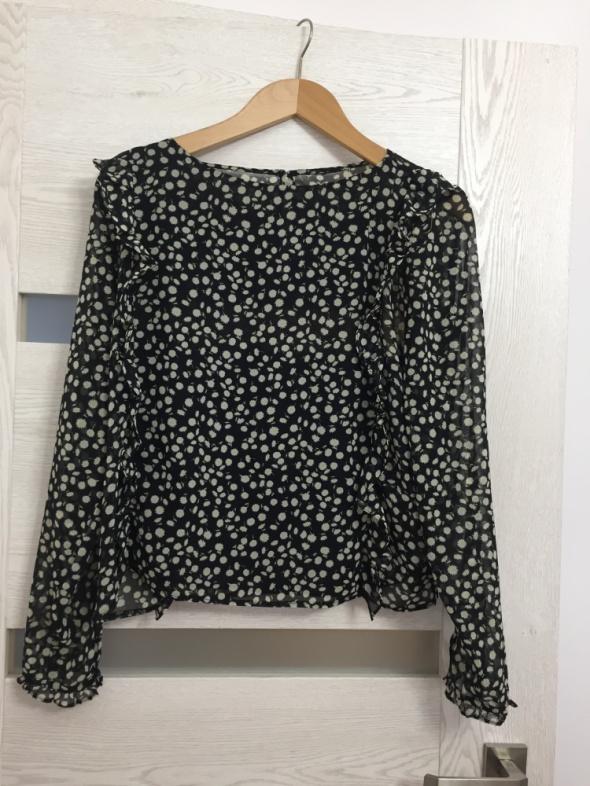 Czarna w kwiaty bluza