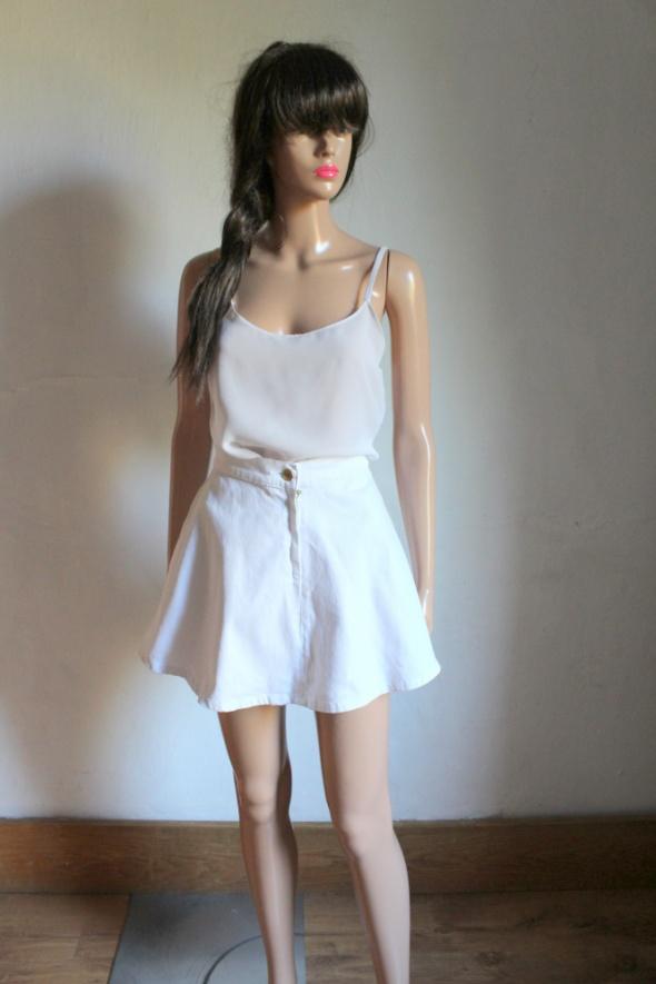 Biała jeansowa spódniczka rozkloszowana r XS...