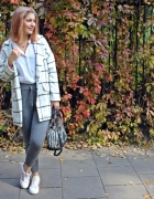 Jesienny zestaw z białym płaszczem...