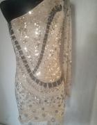 Sukienka mini cyrkonie koraliki złote odkryte ramię...