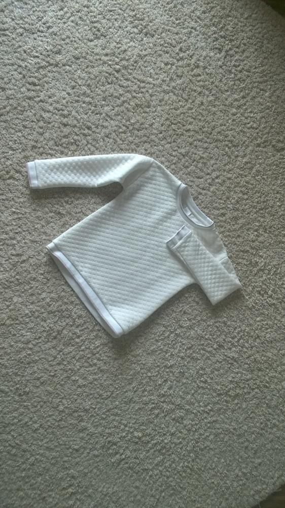 8zł r128 Biała bluzka z długim rękawem...